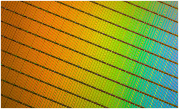 Samsung announced on July 28 that it will launch a 64-layer 3D NAND flash memory within this year, after Toshiba announced its plan to mass-produce it in Q3 of this year.