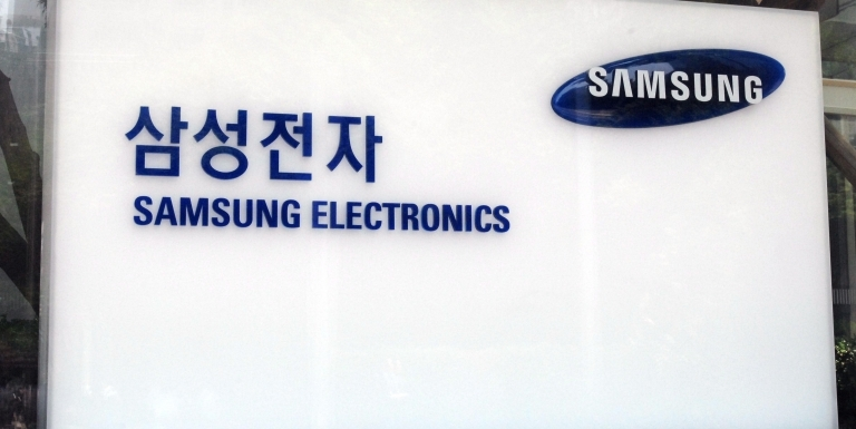 Samsung Electronics is planning to invest around 10 billion won in semiconductor companies inside the Beijing Economic and Technological Development Area (BDA) through Beijing Fund.
