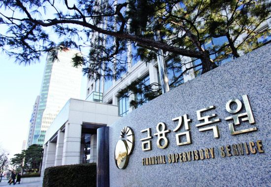 The Financial Supervisory Service has selected 10 out of the 39 South Korean conglomerates for debt restructuring agreements with debtor banks.