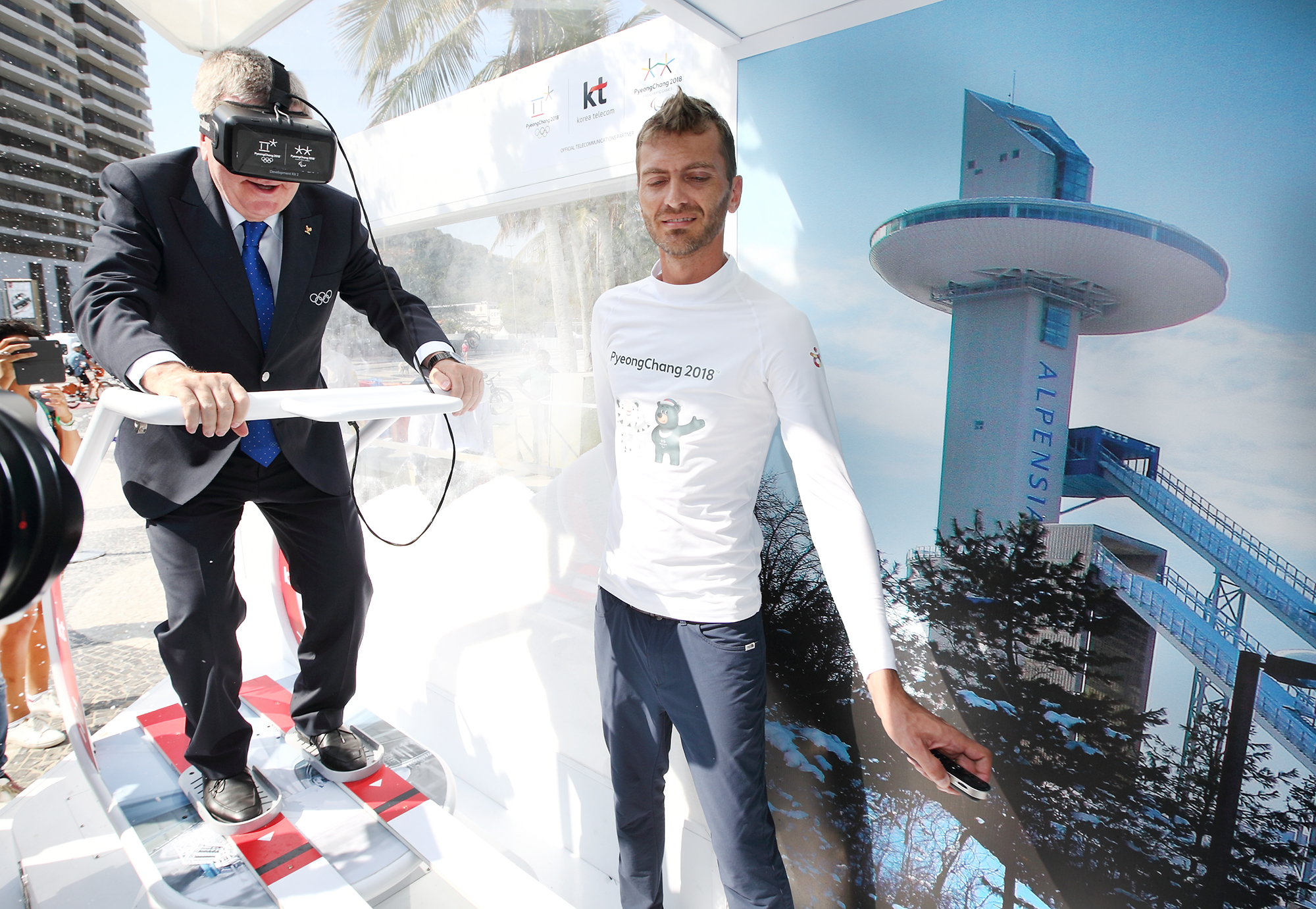 IOC Chairman Bach is enjoying VR Ski Jump.