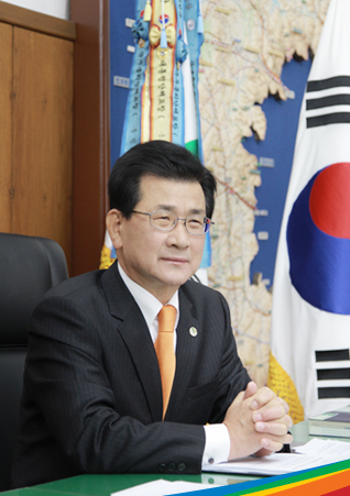 Lee Si-jong, chairperson of the 2016 Cheongju World Martial Arts Masterships Organizing Committee.