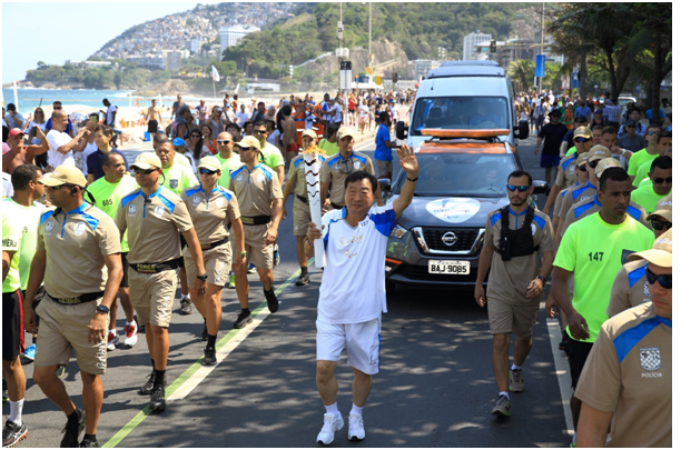 POCOG President LEE Hee-beom carries the torch in the Rio 2016 Paralympic Torch Relay.