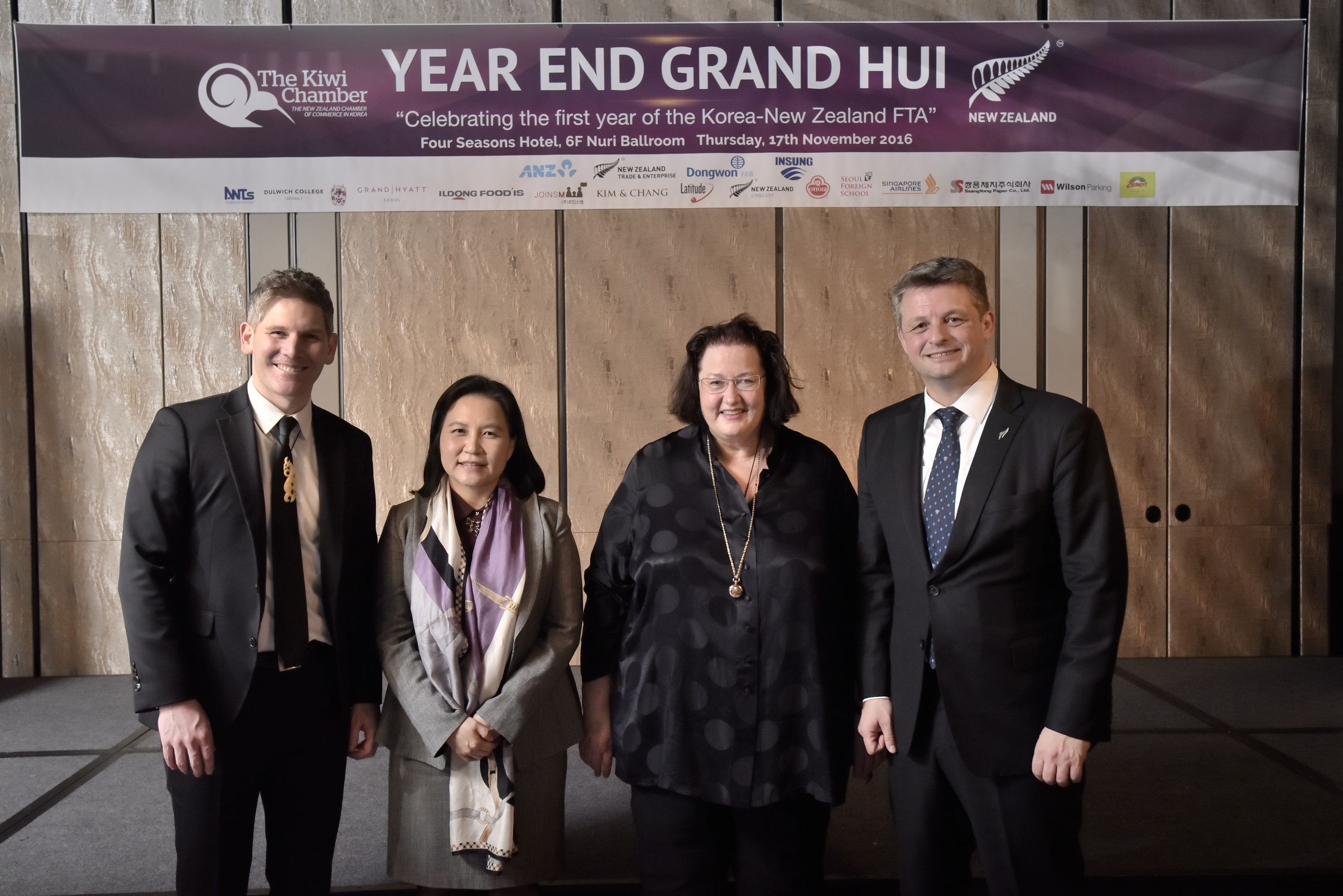 From (L): John Riley, deputy head of mission at the New Zealand Embassy; Yoo Myung-hee, MOTIE director general for FTA negotiations; Clare Fearnley, New Zealand ambassador to Korea; and Tony Garrett, chairman of the Kiwi Chamber pose for a photo.
