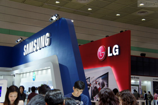 Samsung and LG Groups are working more and more closely with each other in the IT and consumer electronics industries.