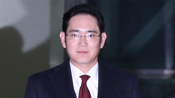 Korean special prosecutors requested an arrest warrant for Samsung Electronics Vice Chairman Lee Jae-yong on January 16.