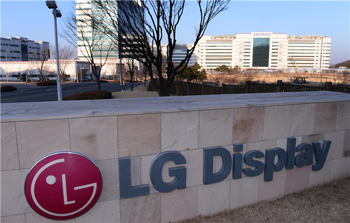 LG Display posted a record quarterly operating profit of 904.3 billion won (US$775.23 million) in Q4 last year, accelerating the investment in OLED business in the future.