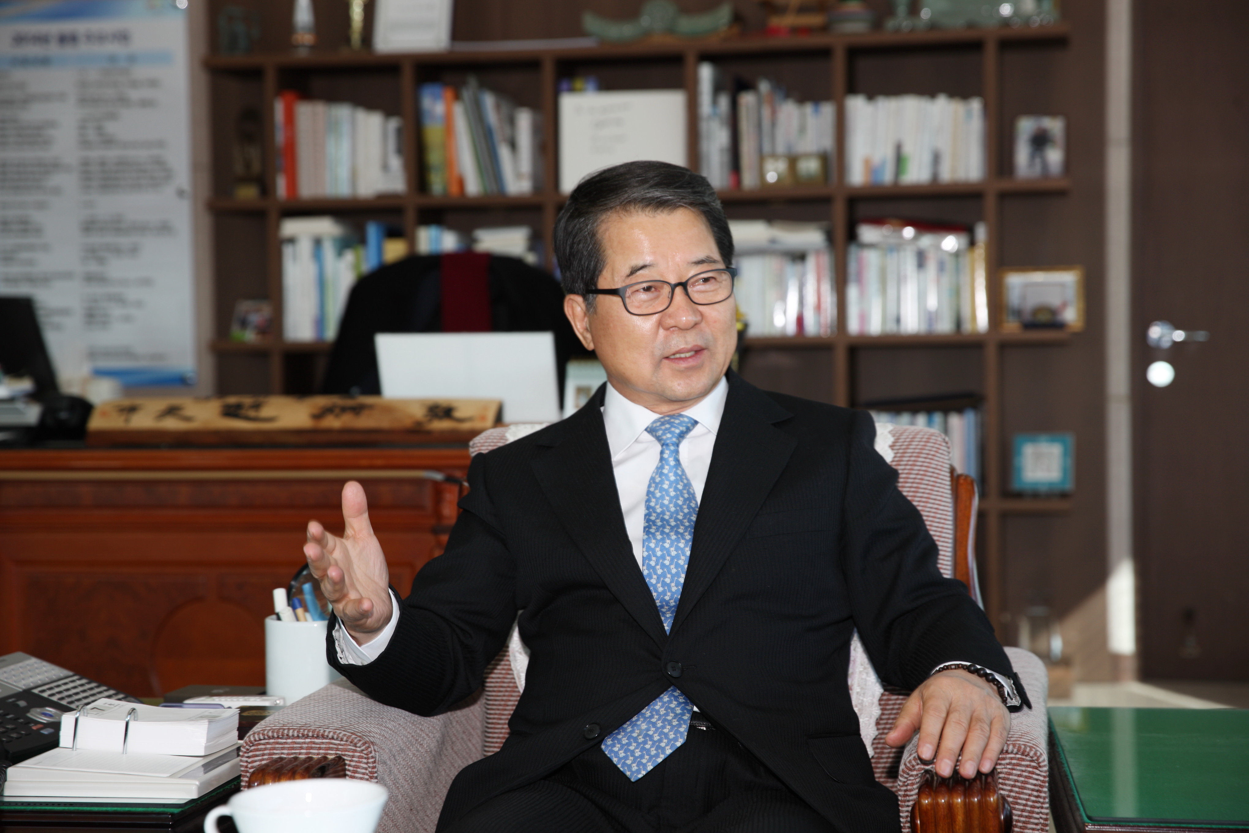 "Cho Byung-don, mayor of Icheon city, launched the ""Icheon Happiness Sharing Campaign"" at the end of 2015 as a core strategy for the city's development and growth in the future."