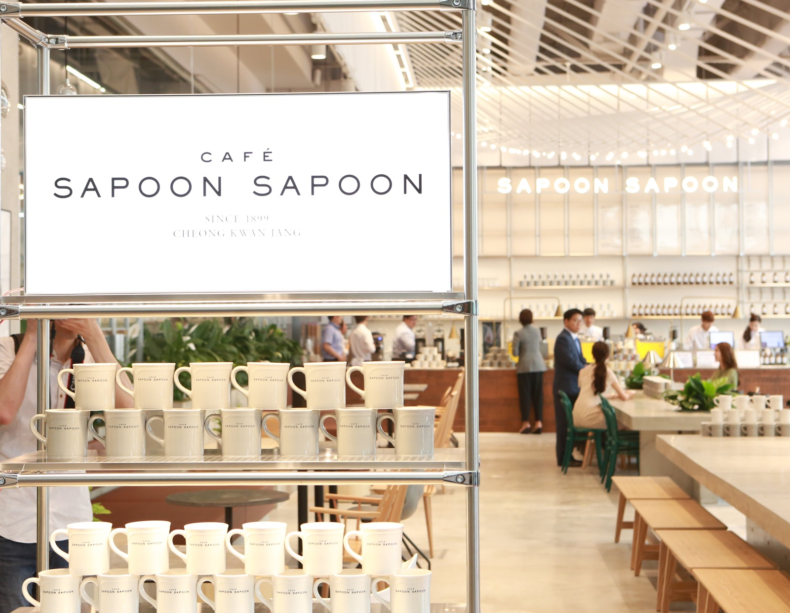 Café Sapoon Sapoon run by Korea Ginseng Corporation (KGC).