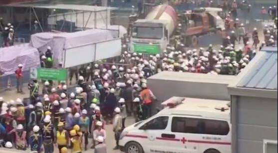 There was a physical fight between Vietnamese guard and workers after lunch at a Samsung Display plant construction site in the Yen Phong Industrial Park in Vietnam.