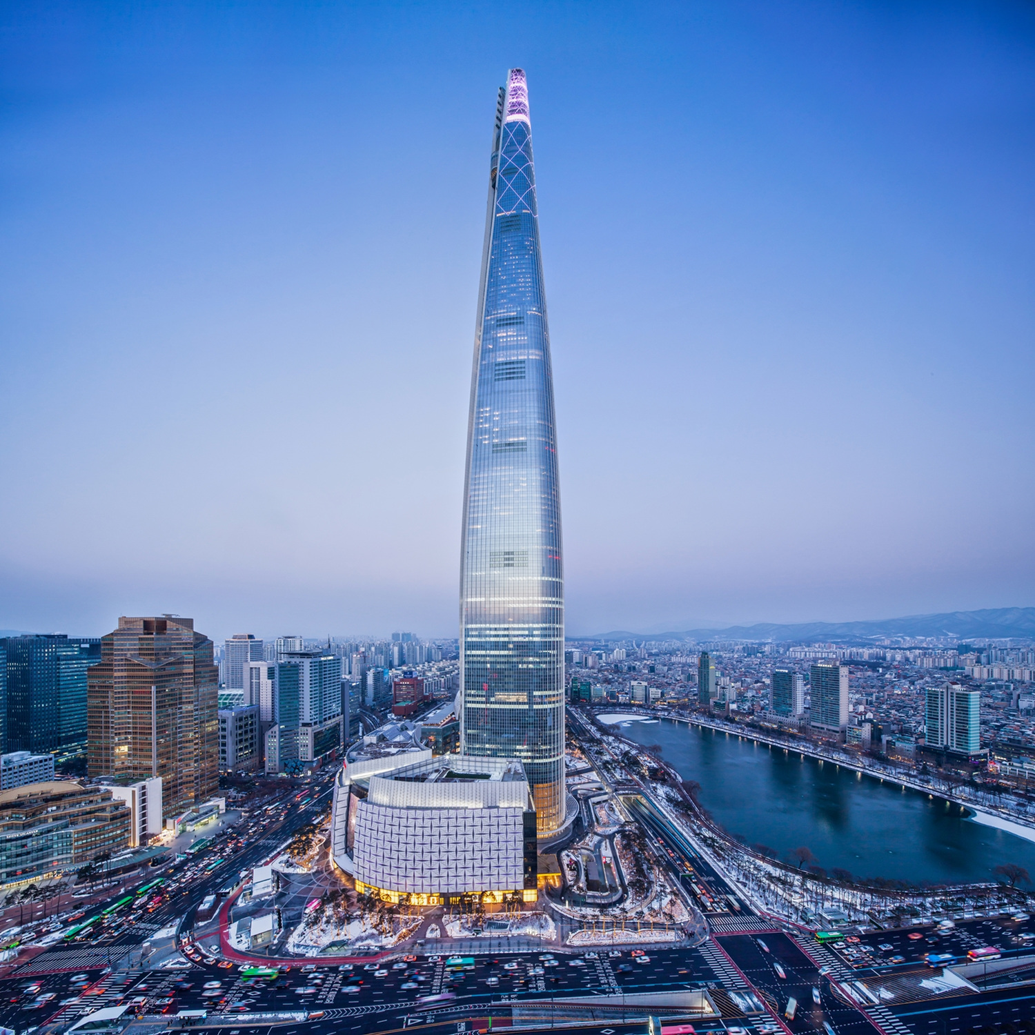 The front view of Lotte World Tower.