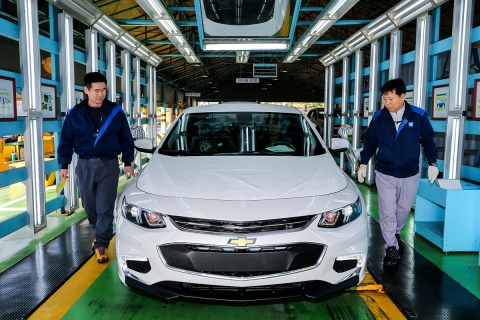 GM Korea will reduce this year's engine production in the Bupyeong plant by 24 percent, or 137,000 units.