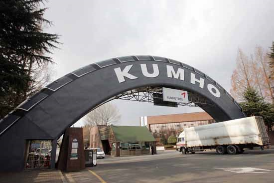 South Korea's industry minister will make final decision on its approval of Kumho Tire's selling to China-based Doublestar after consulting with the Ministry of National Defense.