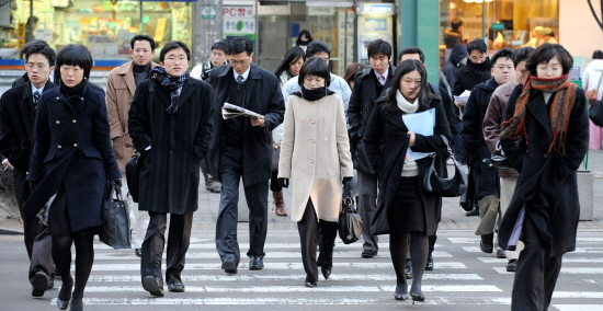 South Korea sees a considerable wage gap between small and medium-sized enterprises (SMEs) and big enterprises.