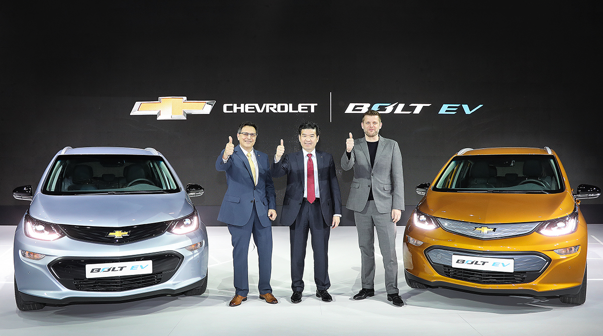 Chevrolet introduced the 2017 Bolt EV at the 2017 Seoul Motor Show on March 30.