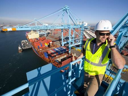 Hyundai Merchant Marine Co. (HMM) will purchase the Total Terminal International Algeciras (TTIA), a port terminal in Spain.