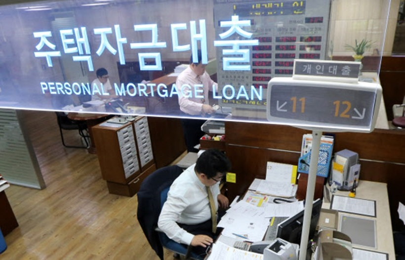 The Korean government is discussing the expansion of non-recourse mortgage loans, early adoption of a debt service ratio (DSR), establishment of uniform DSR criteria, etc., to deal with the recent rapid increase in household debt.