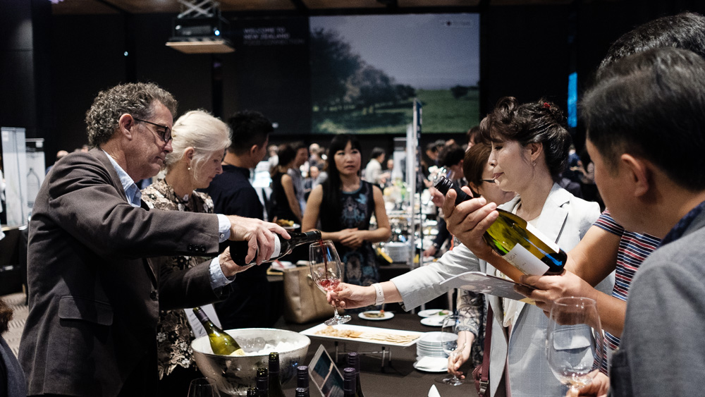 Visitors enjoy a selection of New Zealand wines at the New Zealand Food Connection 2017 on May 30 at the Plaza Hotel Seoul.