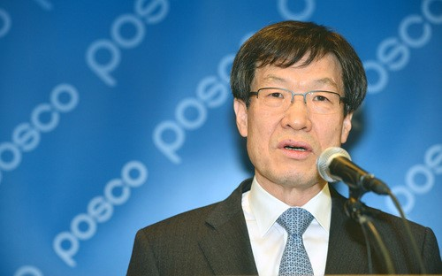 POSCO Chairman Kwon Oh-joon has been known to review hiring in-house subcontracted workers as its regular employees.