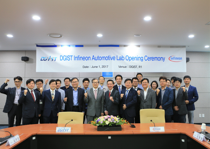 Officials of the DGIST and Infineon Technologies are posing for a commemorative photo shoot after holding the opening ceremony for DGIST-Infineon Automotive Laboratory.