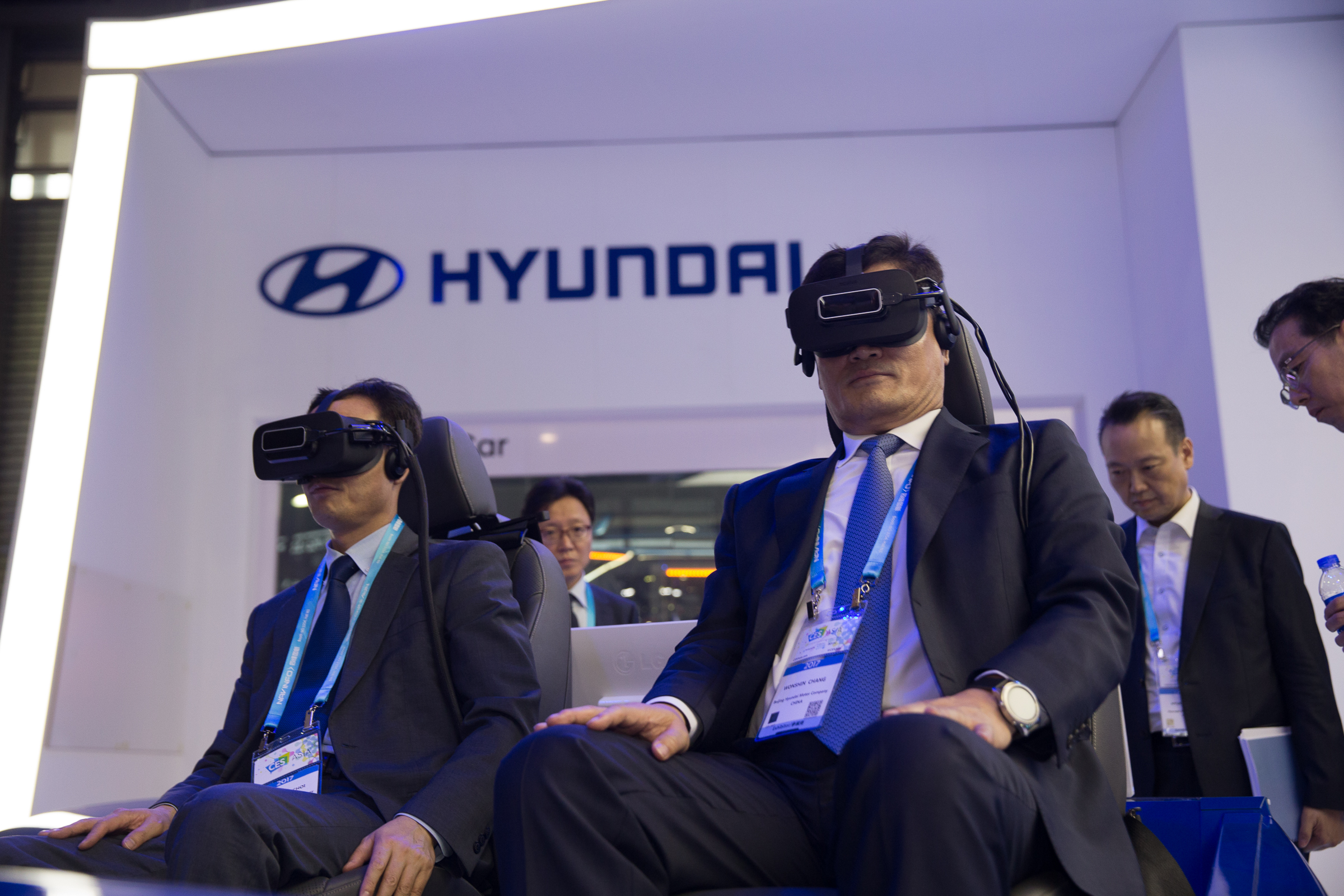At the CES Asia 2017 in Shanghai, China on June 7, visitors are experiencing a wearable device directly at the Hyundai Motor booth.