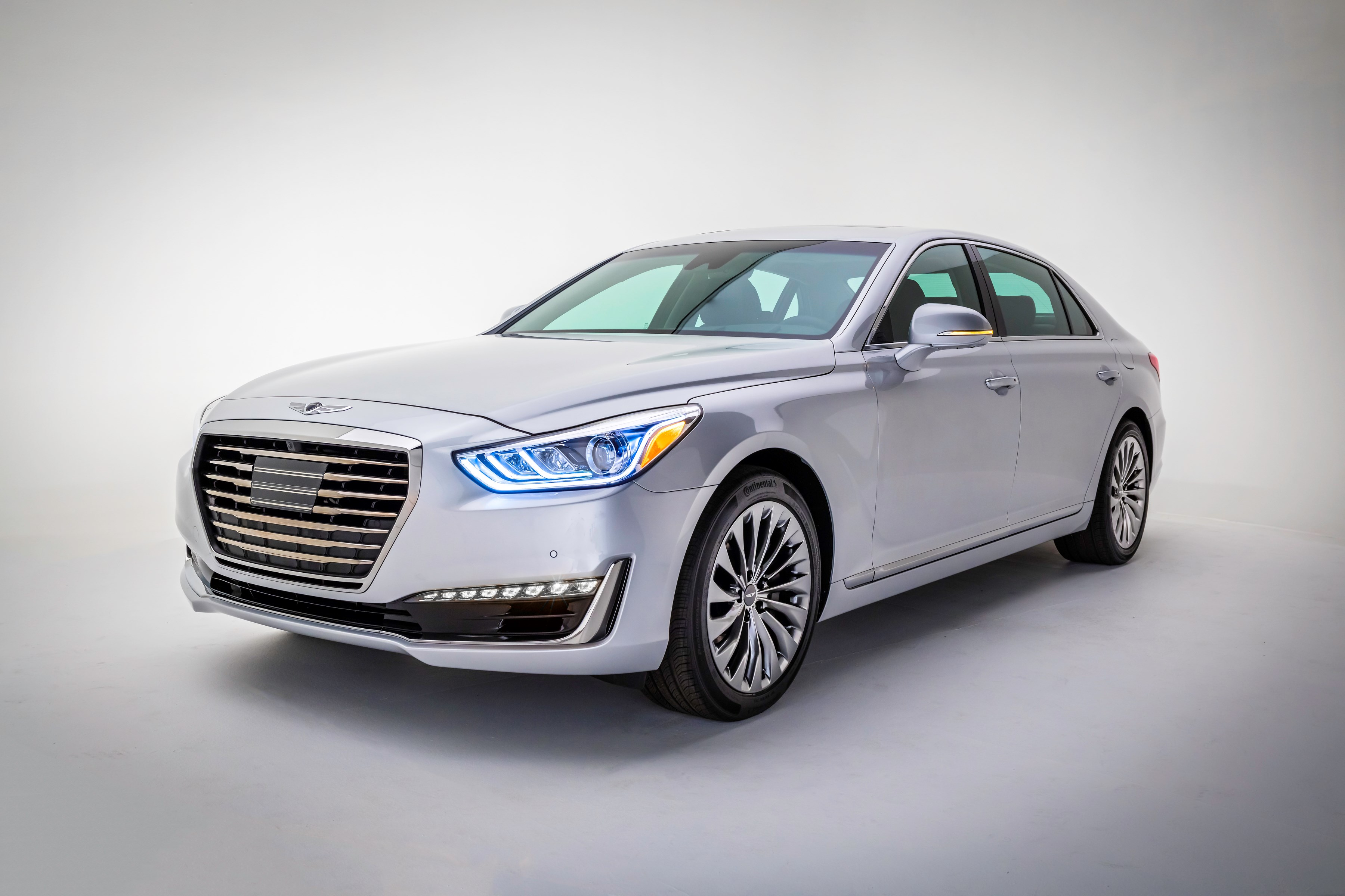 Hyundai Motor's Genesis G90 model is enjoying strong sales, outclassing prominent models of other automakers, such as Lincoln Continental and the Mercedes-Benz S Class, in customer satisfaction.