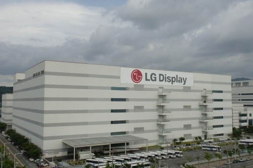 LG Display supplied 35.42 million units of nine-inch and larger display panels in the first quarter of this year to record a global market share of 21.4%.