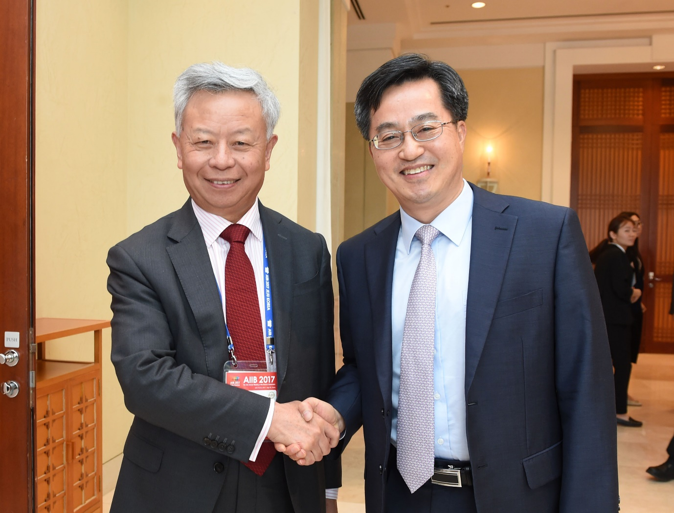 South Korean Deputy Prime Minister Kim Dong-yeon (right in the picture above) met with Asian Infrastructure Investment Bank (AIIB) President Jin Liqun on June 15.