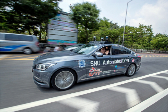 South Korea's first autonomous car SNUver has successfully completed a test drive on actual roads in Yeouido, Seoul, on June 22.
