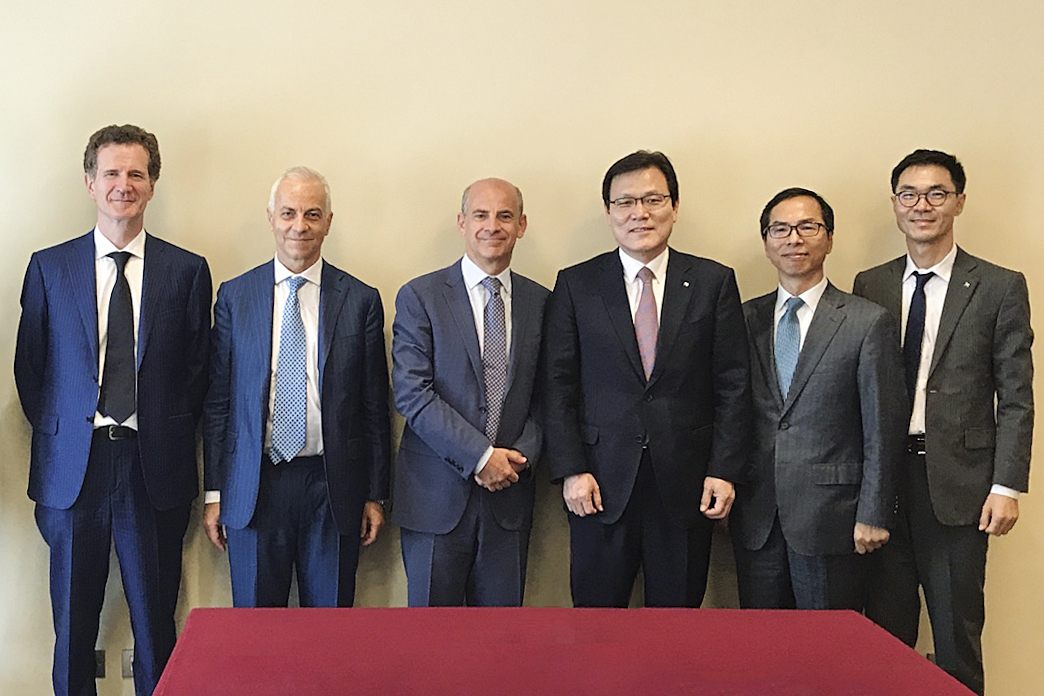 Export-Import Bank of Korea CEO Choi Jong-ku (fourth from the left) met with Eni CFO Massimo Mondazzi (third from the left) in Rome, Italy on June 26 (local time).