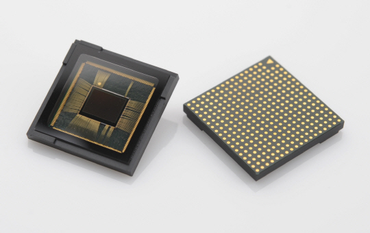 Samsung Electronics' 12 MP Dual Pixel sensor for mobiles.