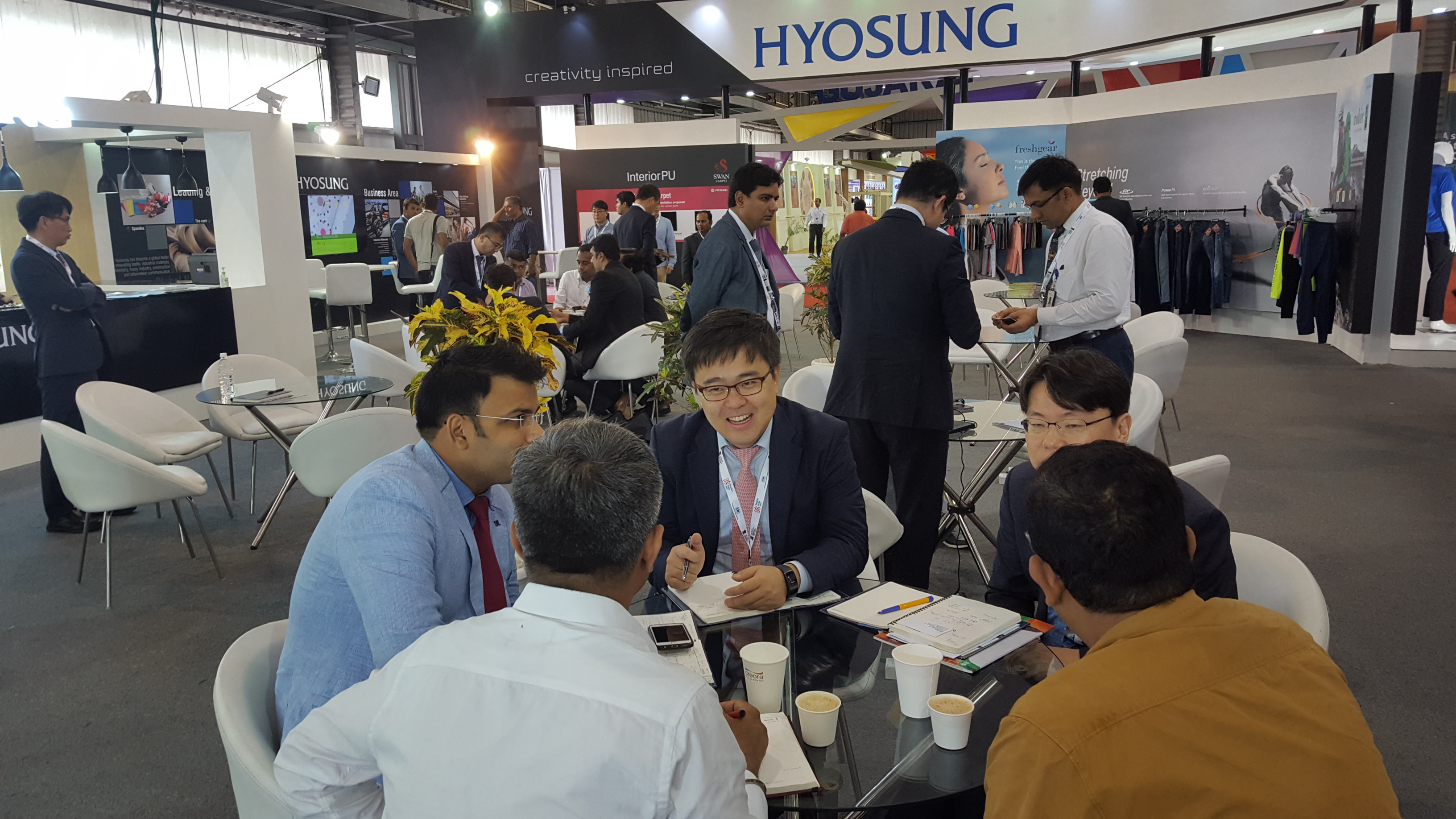 Hyosung announced on July 2 that it participated in the Textiles India 2017, showcasing a full lineup of its products such as spandex, nylon and polyester threads, automotive and commercial carpets, carbon fiber and aramid.