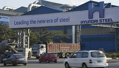 The certification of Hyundai Steel's automotive specialty steel is being delayed, causing questions about the reason.