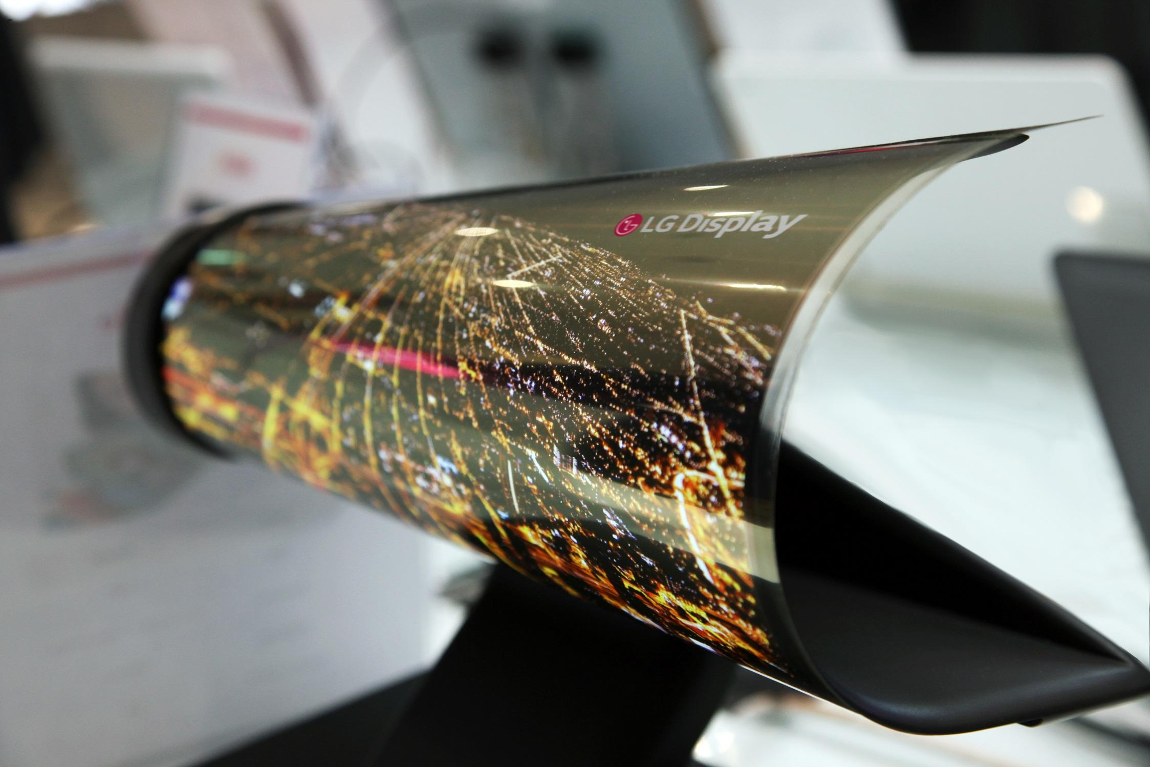 LG Display to Mass Produce Rollable 55, 75-Inch OLEDs in