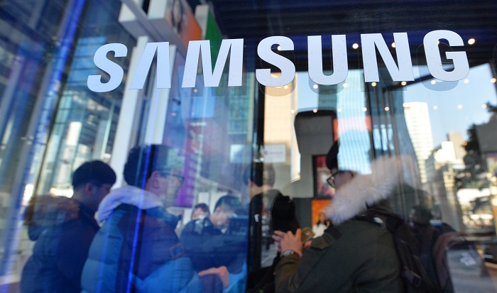 Samsung Electronics' second quarter earnings is expected to surpass those of Apple.