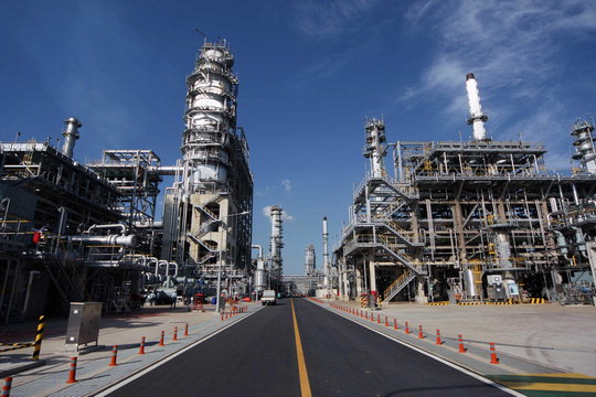 The Korean oil refinery industry hit by a sharp drop in oil prices suffered an earnings shock.