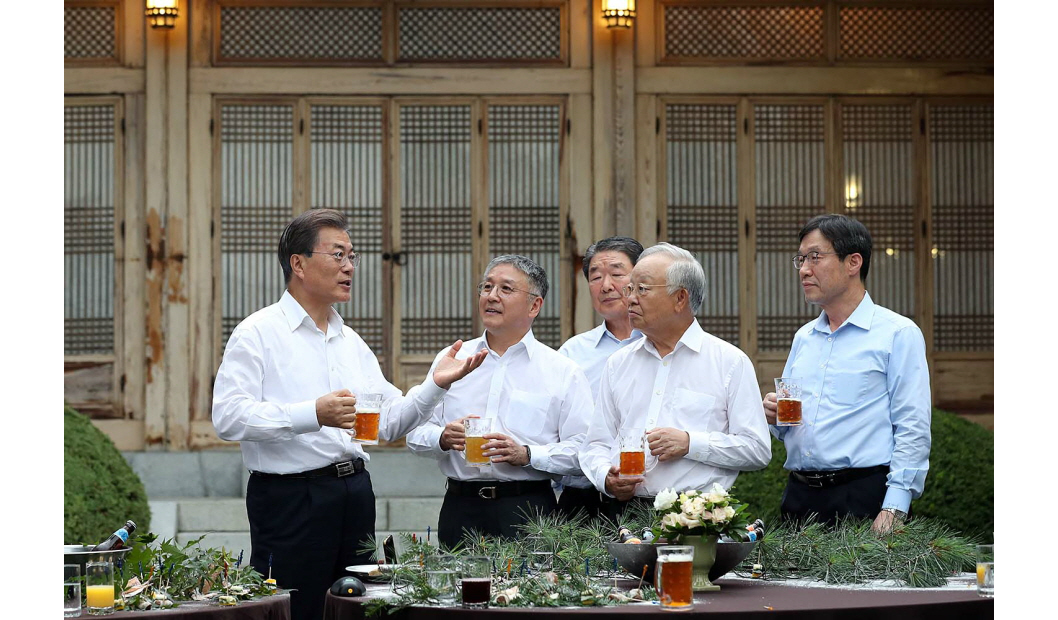 On July 27, Korean entrepreneurs met with President Moon Jae-in first after the new administration was established in April this year.