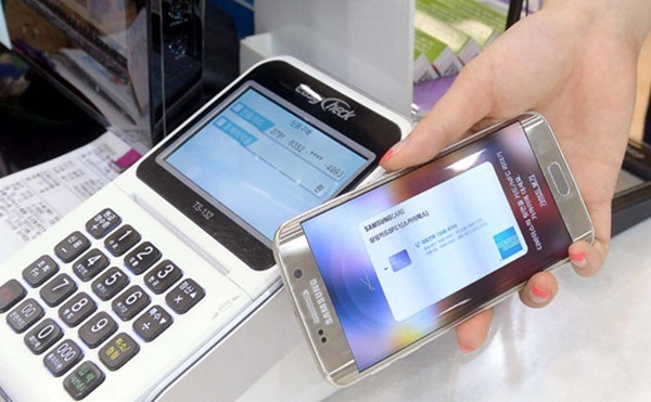 Samsung Electronics began initial negotiations to load Samsung Pay on its rivals' smartphones.