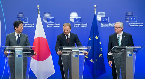 Japanese Prime Minister Abe was talking with EU leaders at the EU headquarters in Brussels on Sept. 2016.
