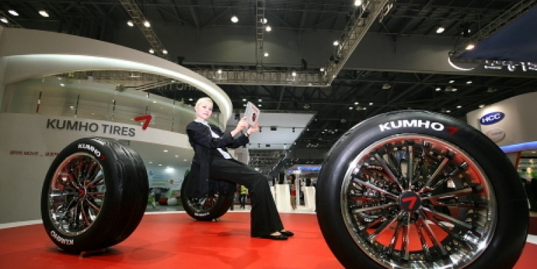 Kumho Tire creditors will deliver a trademark use contract to Kumho Industrial and enter into a contract finalization process this week.