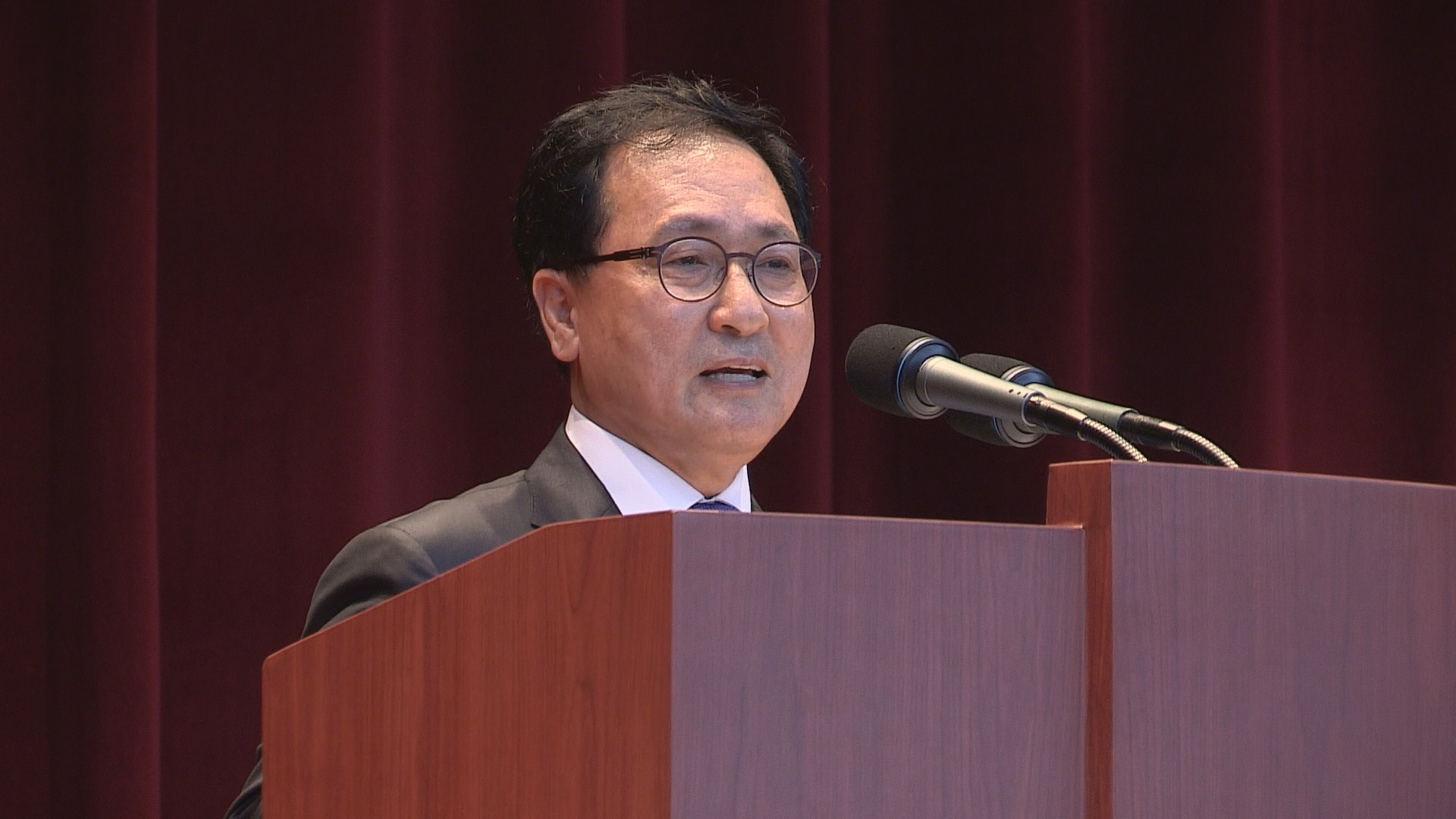 Yoo Young-min, minister of science and ICT of Korea, said there is a need to look at the advantages and disadvantages of the Blockchain technology to find useful applications.