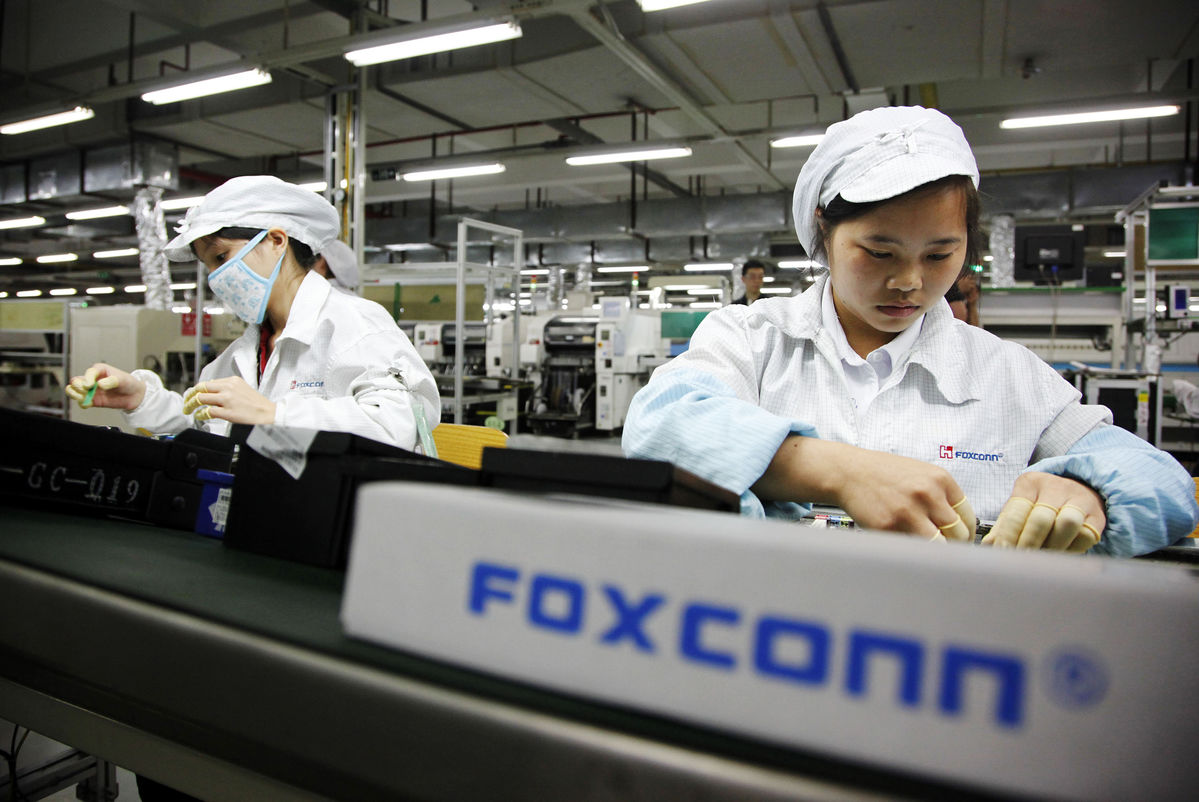 Foxconn is trying to transform itself into a general IT company through the acquisition of Sharp in Japan and Toshiba Memory, along with US$10 billion in LCD sector.