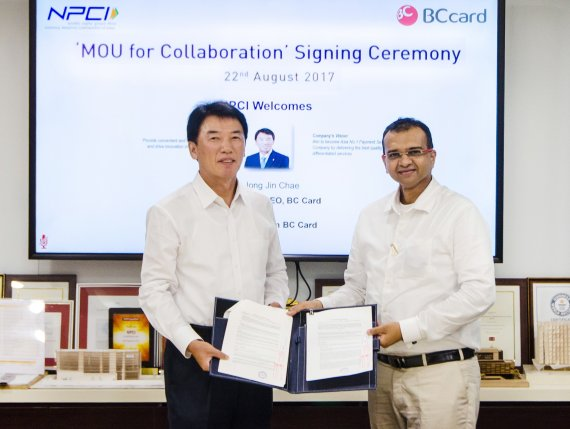 BC Card President Chae Jongjin (left) poses for a photo with Dilip Asbe, president of India's National Payments Corporation of India (NPCI) after signing a MOU in Mumbai, India, on August 22 (local time).
