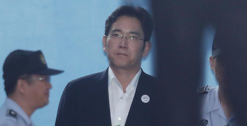The imprisonment of Samsung Electronics vice chairman Lee Jae-yong is leading the Korean IT giant to a management vacuum that is likely to continue for the time being.