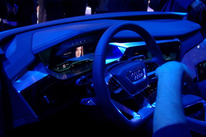 LG Display is working on vehicular OLED interior and exterior lights with German automakers such as Mercedes Benz, Audi and Volkswagen.