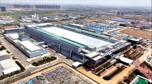 Samsung Electronics' memory semiconductor factory in Xian, China, which began to run after its completion ceremony on May 9, 2014.