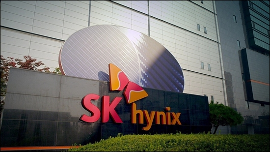 It is forecast that SK Hynix will have no choice but to review Plan B for the expansion of its presence in the NAND Flash market as its attempt to take over Toshiba's memory division in Japan virtually failed.