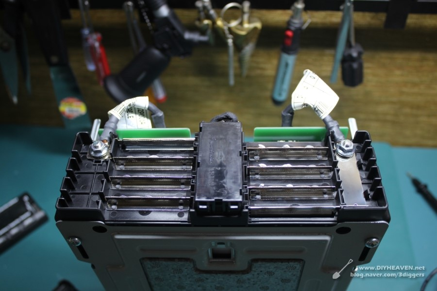 The pouch type batteries see their share rapidly grow in the vehicle battery market.