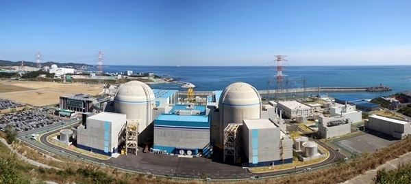 Some people criticize the Korean government's trial to export nuclear power plants which Korea does not build in its own land any more will inevitably perturb countries which import power plants.