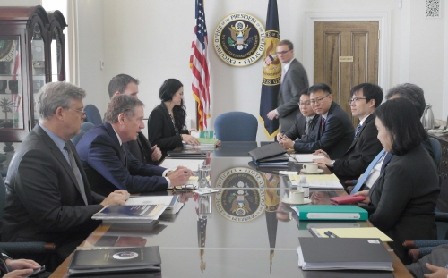 The trade officials from South Korea and the US are discussing the pending issues at the second session of the Joint Committee held in Washington DC, the US on October 4 (local time),