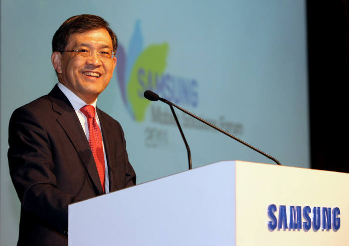Samsung Electronics vice chairman Kwon Oh-hyun will announced his stepping down from the management.